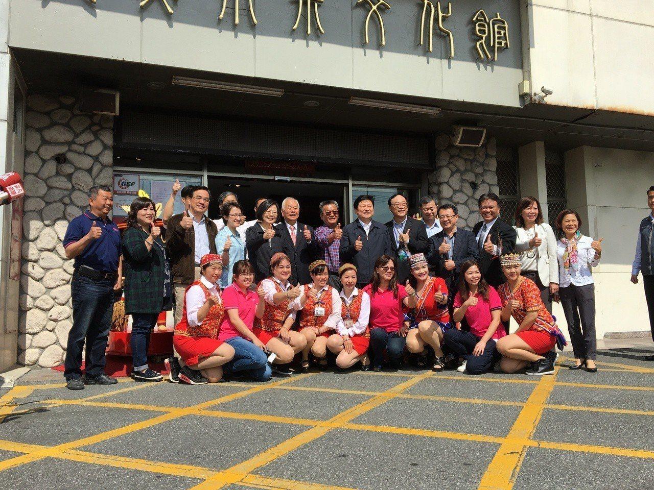 蔡英文總統花蓮行,首站來到位於吉安鄉的知名麻糬店。記者周佑政/攝影