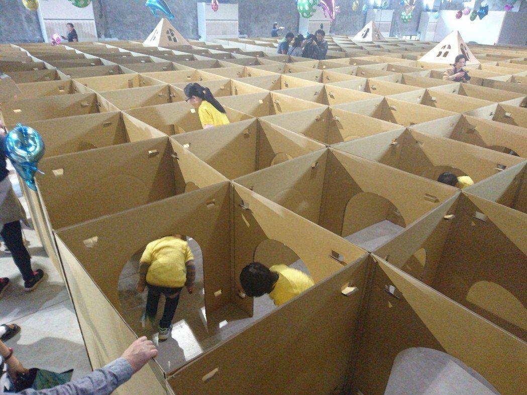 全台最大紙迷宮今在宜蘭啟用。記者羅建旺/攝影