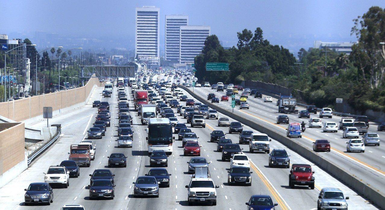 加州車潮。歐新社
