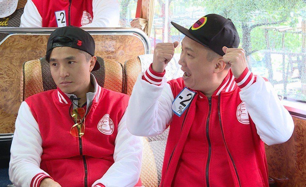 藝人之中,只有趙正平(右)開心。圖/台視提供