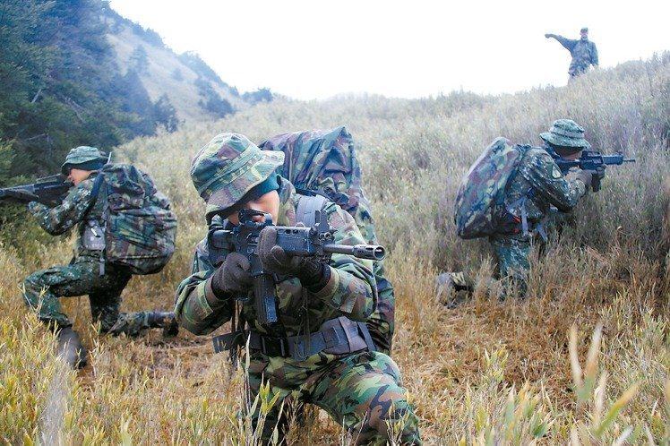陸軍航空特戰指揮部與美國陸軍綠扁帽特種部隊,在谷關山區每年固定舉行「互動操演」(...