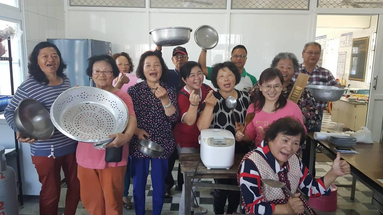台南北門「三慈食堂」廚房啟用儀式,每餐只要30元。記者謝進盛/攝影