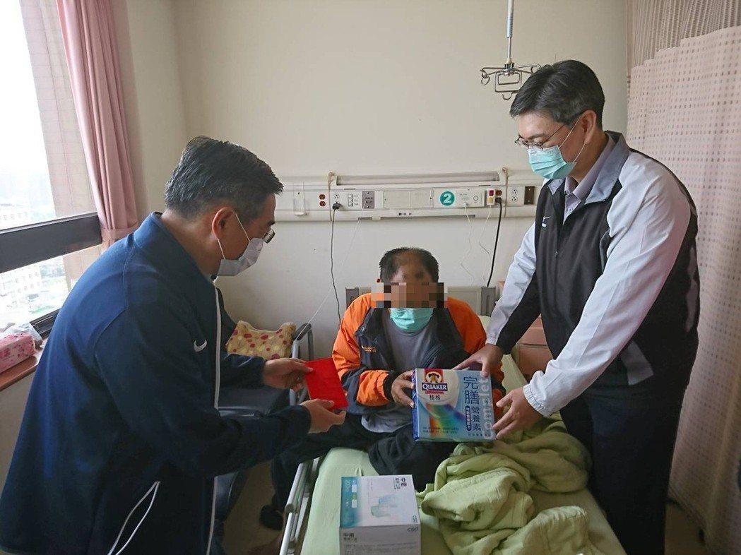 潮州警分局結合社會力量幫助游姓男子一家暫渡難關。記者翁禎霞/翻攝