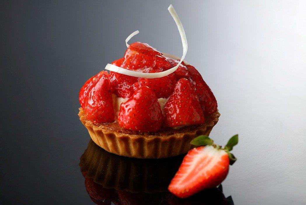 麗緻坊「回味經典限時復刻」主打新鮮草莓塔。圖/亞緻餐飲提供