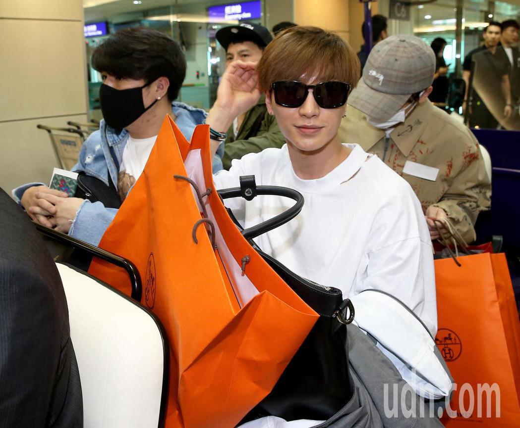 韓團Super Junior的6名成員30日傍晚搭機抵台。記者陳嘉寧/攝影