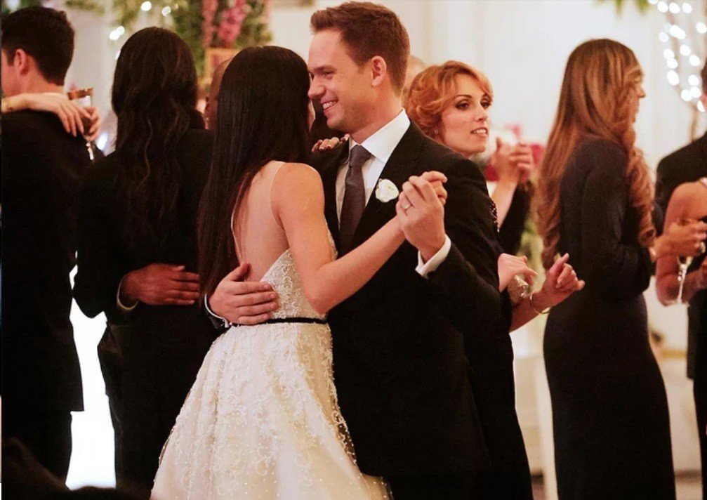 「無照律師」本季大結局將出現一場眾所期待的婚禮。圖/摘自EW