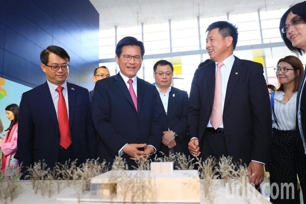 友達微美館是與國立台灣博物館跨界合作的微美館,百萬倍數放大不同種類的花粉及種子,...