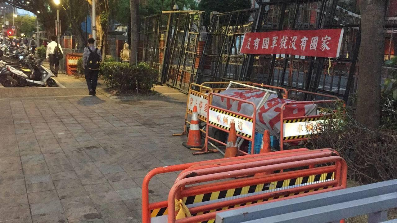 八百壯士今自拆帳篷,市長柯文哲在臉書貼道路淨空照。圖/台北市政府提供