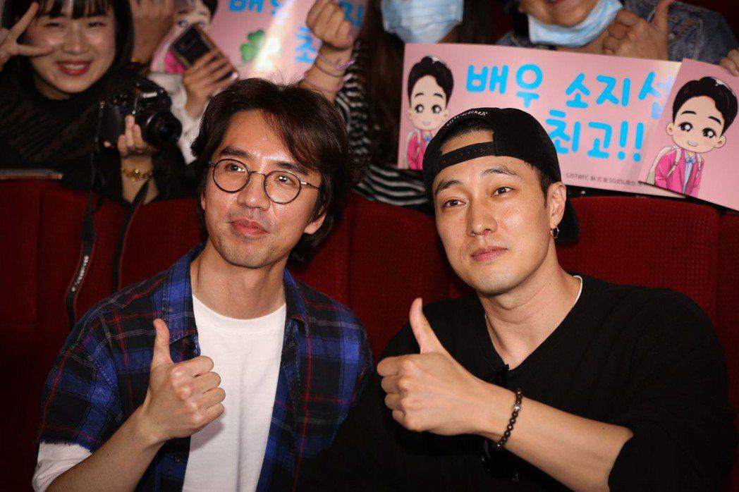 男神蘇志燮(右)先前訪台宣傳電影「與妳再次相遇」。圖/車庫提供
