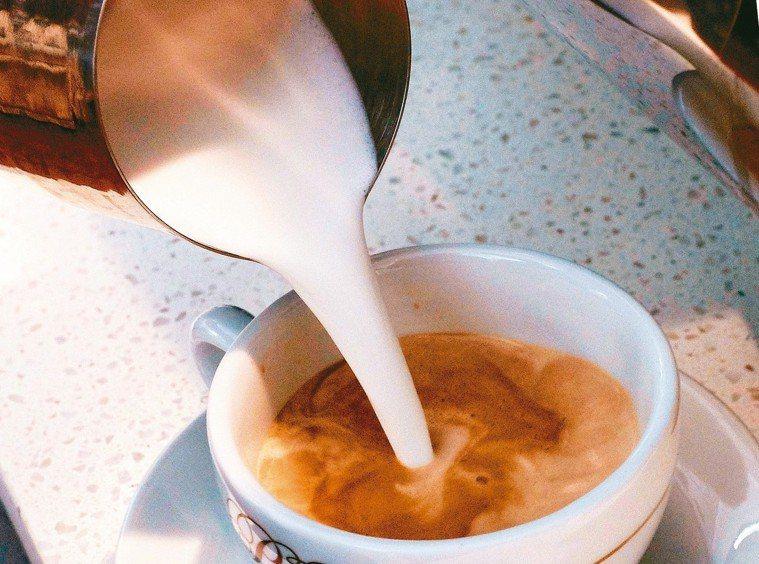 咖啡加註致癌警語?台灣食藥署暫不跟進。 美聯社