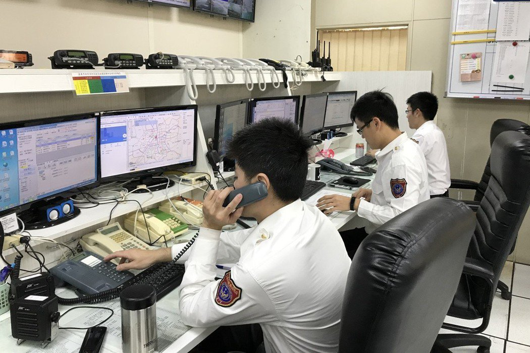 112不使用SIM卡都可以撥打,難以追蹤號碼,如果被有心人利用,受理人員將疲於奔...