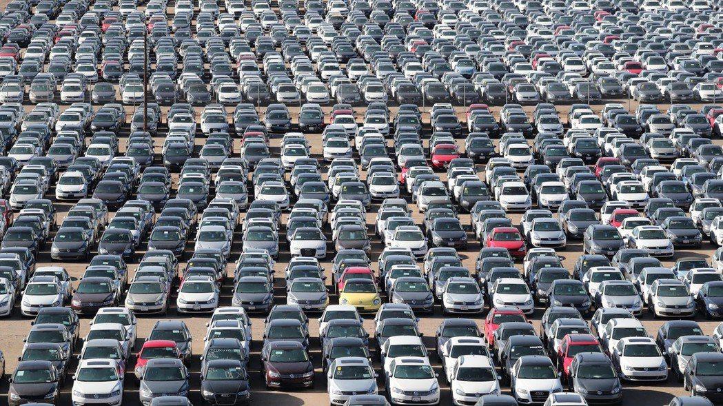 福斯汽車(VW)爆發排廢檢測造假醜聞後,已砸重金買回大批柴油車,並在美國四處覓地...