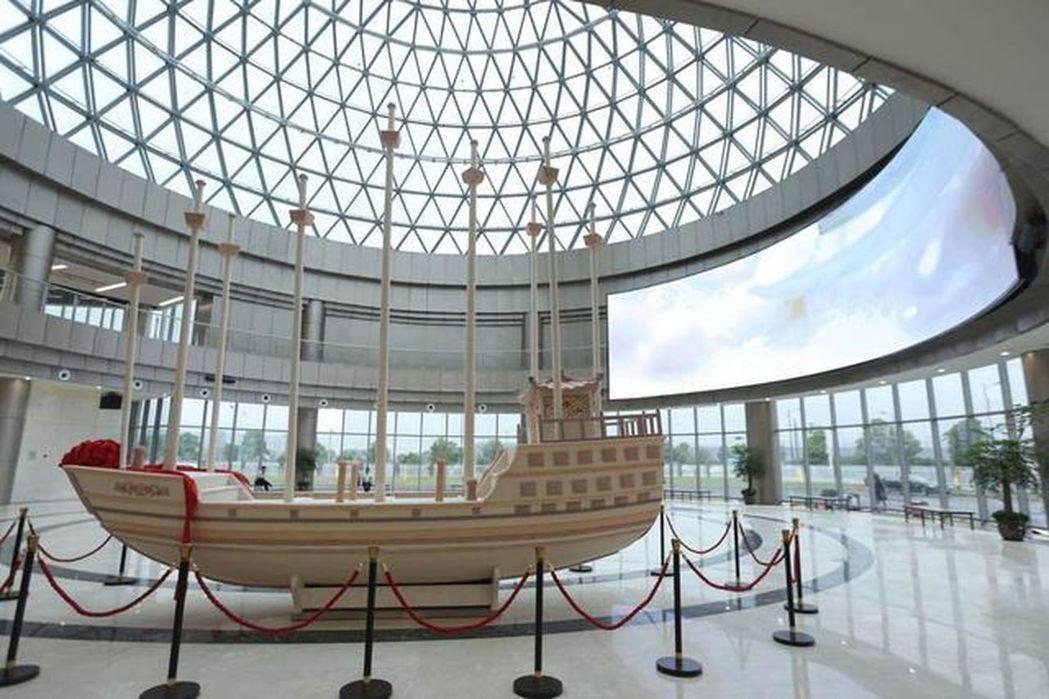 歐詩漫珍珠船以200萬2447顆珍珠的數量,被認證為「鑲嵌珍珠最多的雕塑」的金氏...