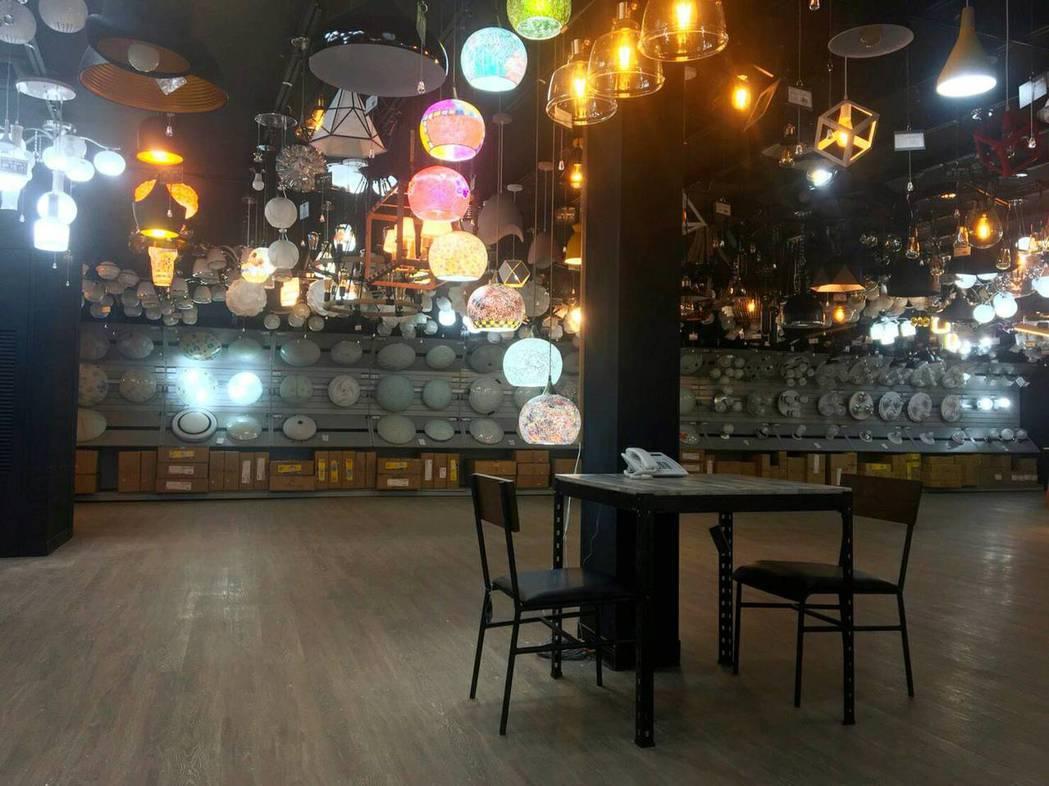 圖說: 華燈市打造燈具光源專業諮詢店鋪與消費大眾見面,讓民眾可以用更健康的方式,...