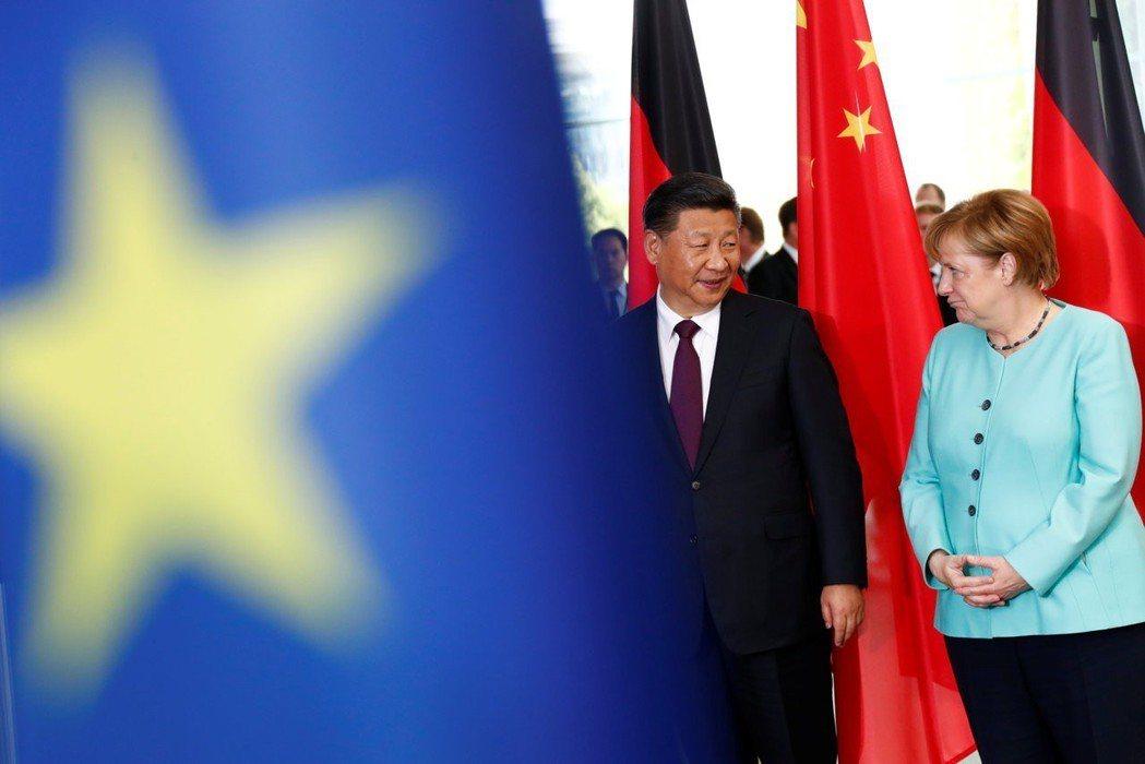 梅克爾仍堅持與中國合作,並在近期與習近平通話,確認兩國將依循論壇結論減產。 圖/...