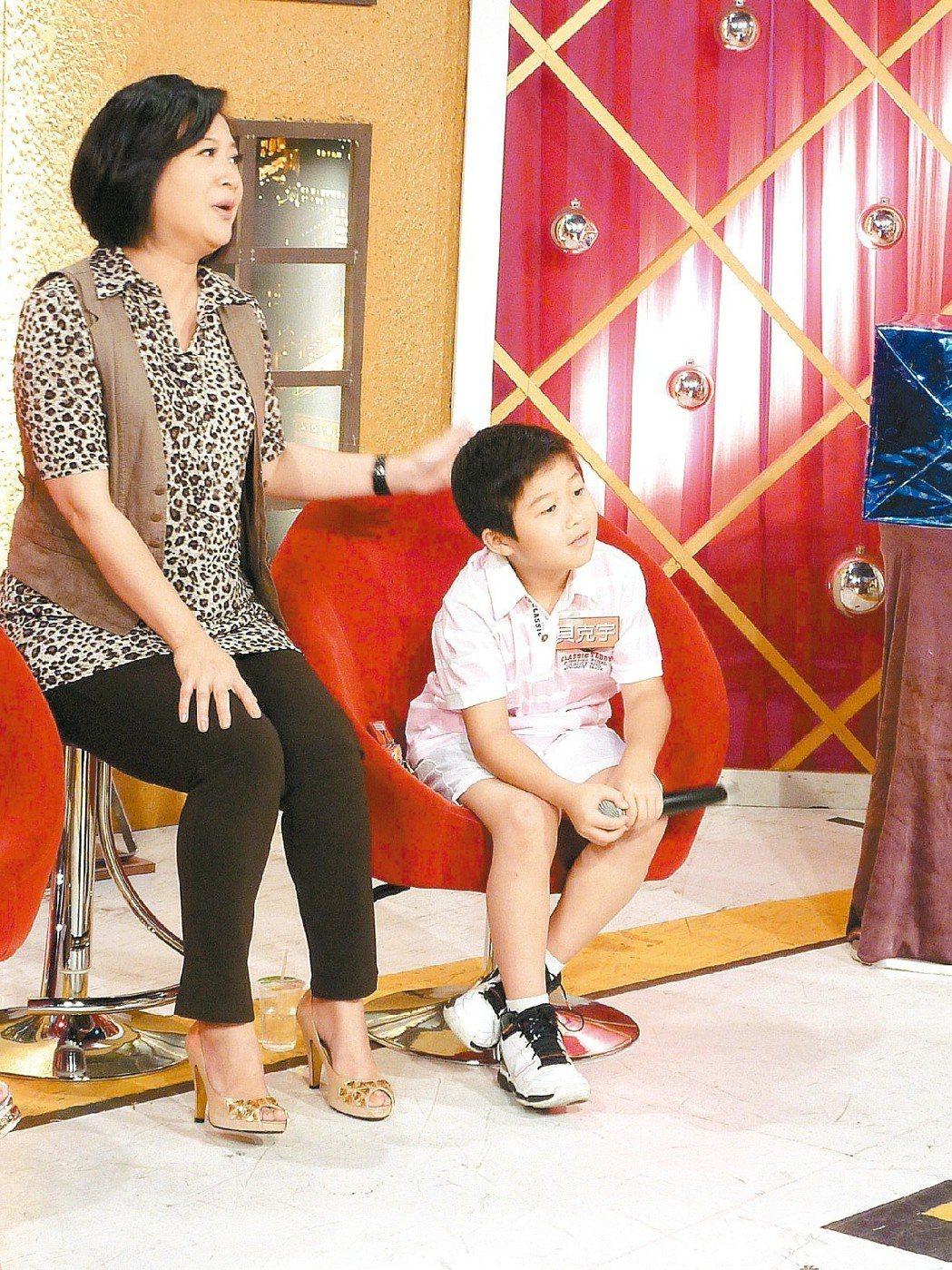 貝克宇小時候常和媽媽一起上節目。圖/年代提供
