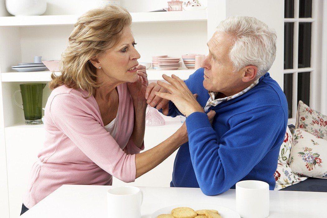 家庭夫妻也很容易引起口角和暴力。因為兒女不在和以後少子化,這類衝突即使發生,也都...