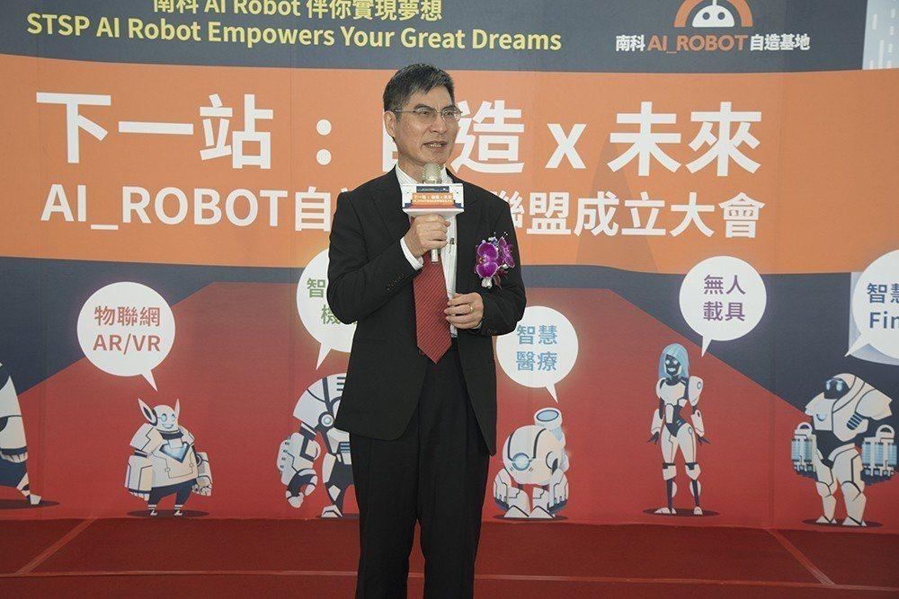 科技部部長陳良基鼓勵自造社群一起共創台灣的未來。 南科管理局/提供。