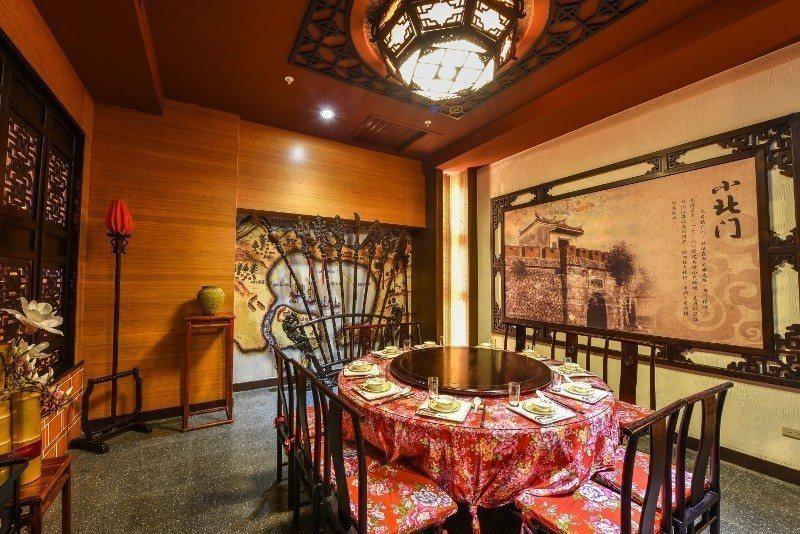 府城食府的包廂,裝潢充滿古早與典雅元素。 府城食府/提供