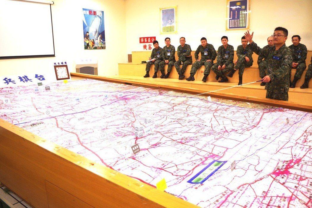中部22位後備戰士今年1月在成功嶺開訓,課程包括兵棋推演。 圖/中部後備指揮部提...