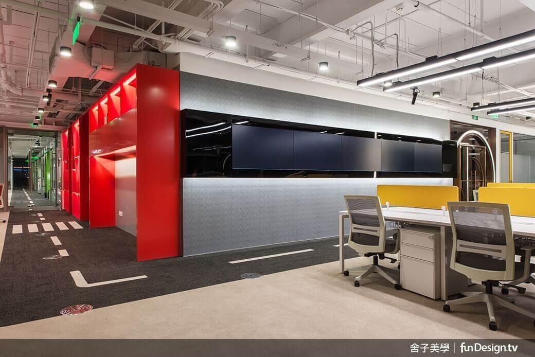 紅藍黃綠色,妙趣地點綴在空間中,使空間更加耳目一新。圖/舍子美學設計 提供