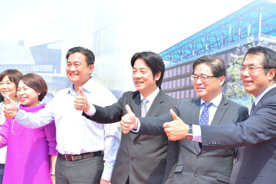 行政院長賴清德(中)今天主持台南沙崙綠能科學城動工。記者吳淑玲/攝影