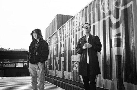 嘻哈歌手BCW和師兄玖壹壹成員健志合作新歌「TRAP BAG」,MV有越野摩托車助陣,特技全都來真的,BCW笑說:「有一幕簡直用生命在拍,摩托車在我面前耍特技,然後輪胎捲起地面石頭,直接往我身上噴。...