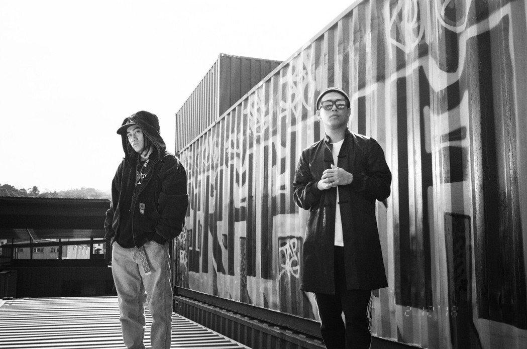 嘻哈歌手BCW(左)新歌和玖壹壹的健志合作。圖/混血兒娛樂提供