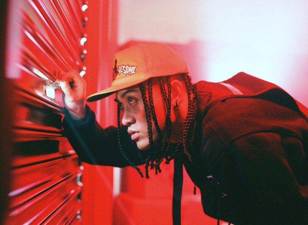 嘻哈歌手BCW新歌和玖壹壹的健志合作。圖/混血兒娛樂提供