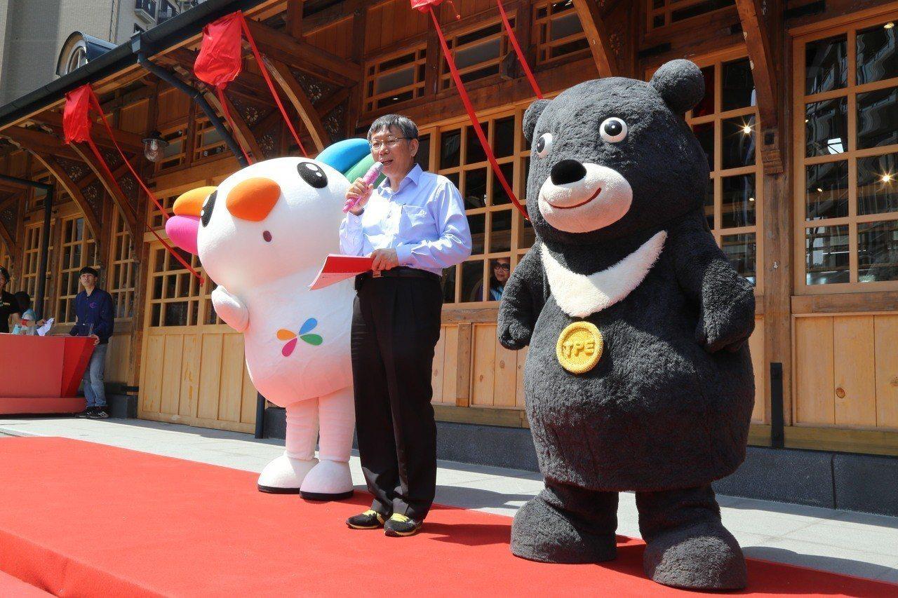 台北市長柯文哲上午出席北投車站慶生會活動。記者魏莨伊/攝影