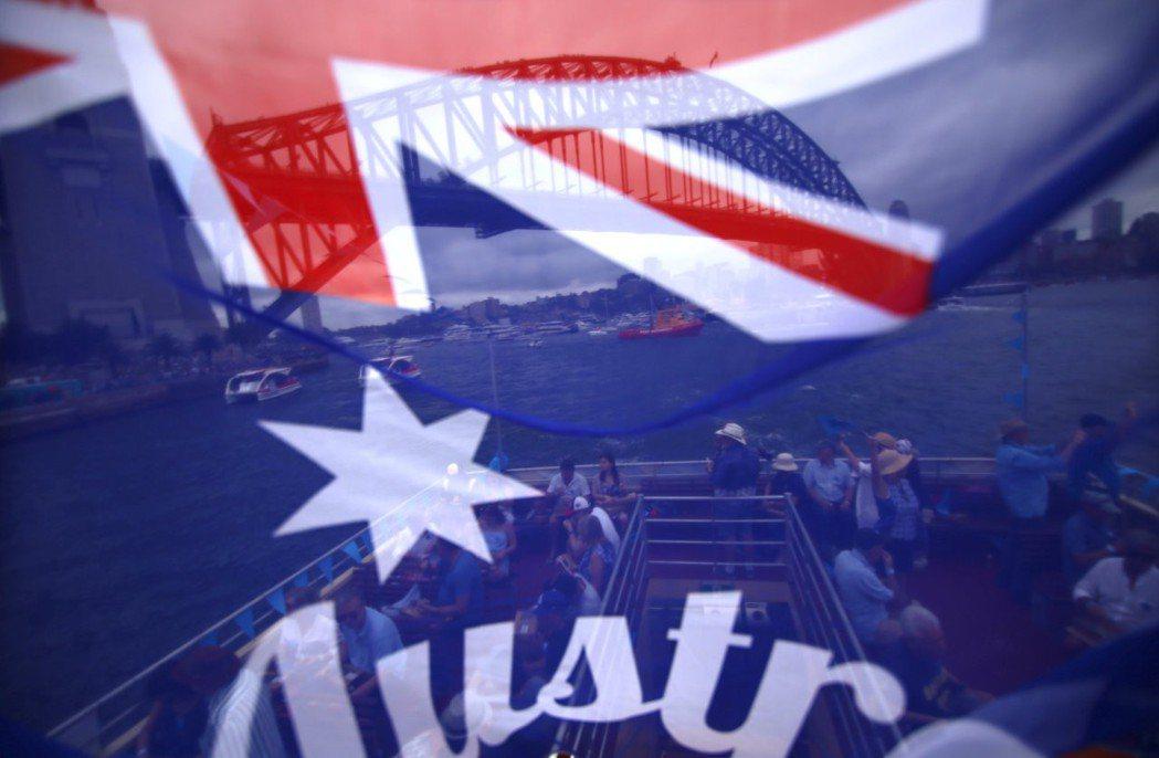 澳洲雪梨、墨爾本、阿德雷德等多所大學,現在傳出投資全球知名軍火公司達數百萬澳幣,...