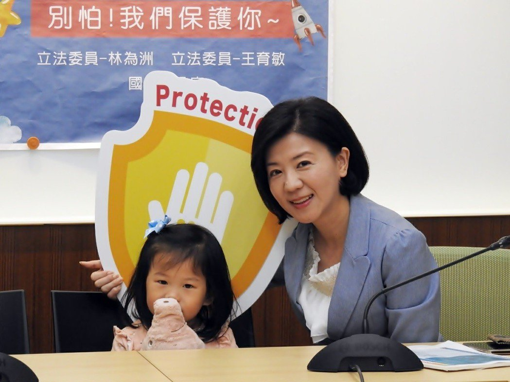國民黨立委王育敏(右)。圖/王育敏辦公室提供