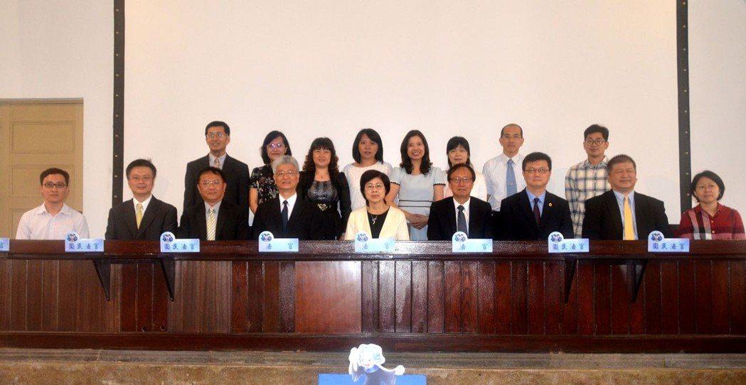 司法院、台南高分院、台南地院檢及台南律師公會等單位參與選任國民法官互動體驗劇場。...