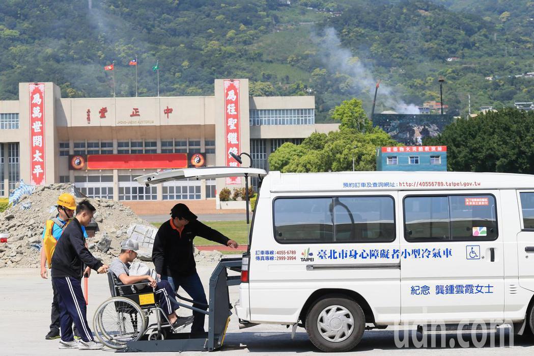 台北市政府下午針對地震及火山爆發災害,在國防大學復興崗校區進行災害防救演習,救護...