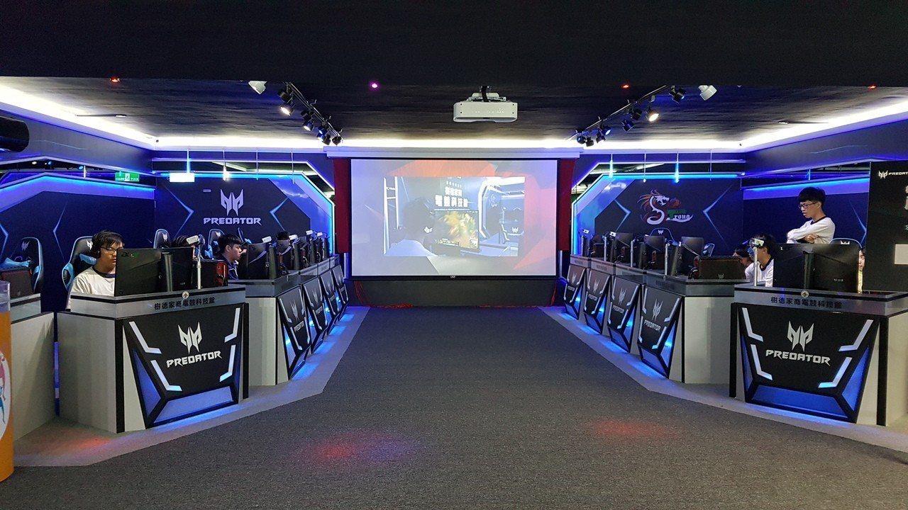 宏碁與樹德家商合作建置南台灣最大電競教室。宏碁提供