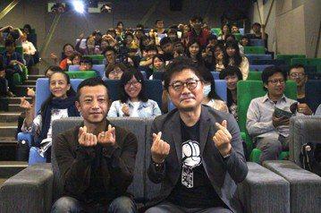 韓國影壇歷史巨擘姜帝圭首次訪高雄,他所執導的電影「魚」,被視為韓國電影崛起的轉捩點之一,「太極旗-生死兄弟」則吸引超過1,000萬人次觀看。獲得「改變韓國影壇模式」高度評價。高雄市電影館於今(31)...