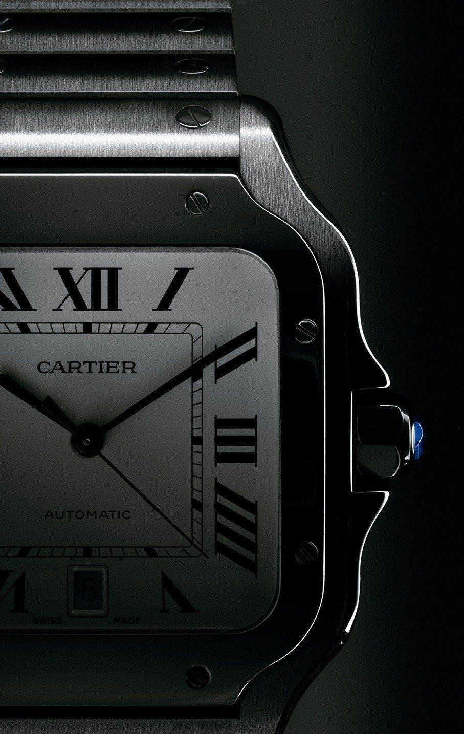 全新一代的卡地亞Santos腕錶,可自行拆換表帶和鍊帶。圖/卡地亞提供