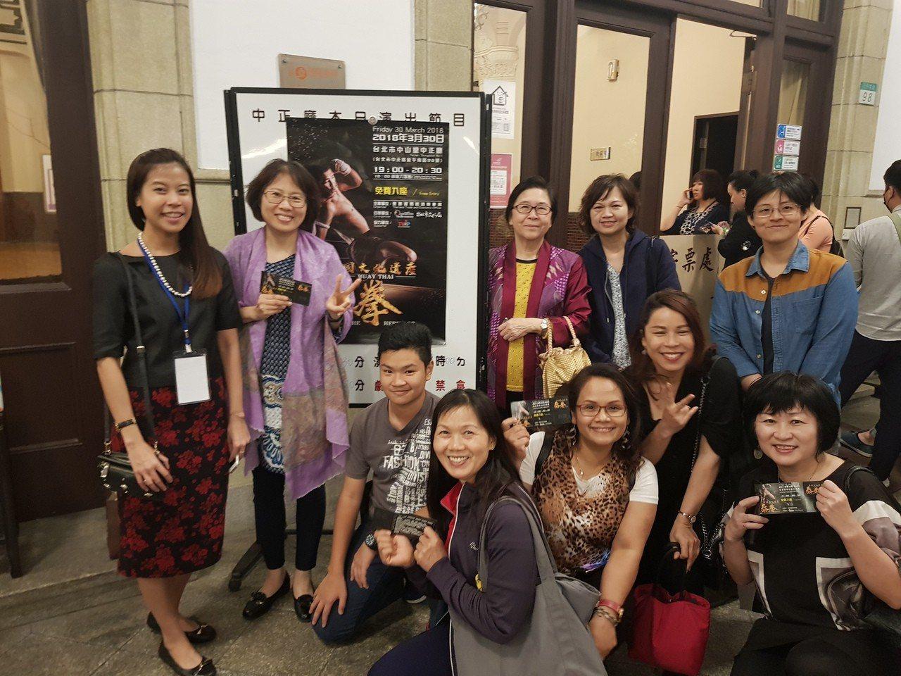 新住民姊妹們及新二代一同欣賞泰拳藝術表演。記者蕭雅娟/翻攝