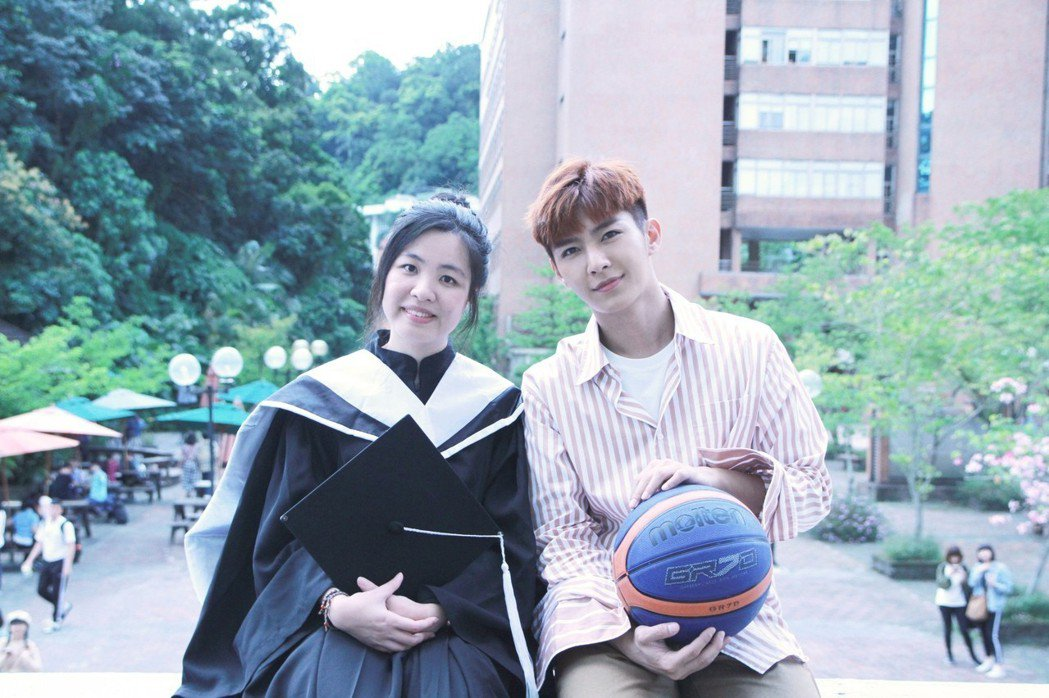 炎亞綸到世新大學跟粉絲見面約會,重溫學生回憶。圖/Hit Fm聯播網