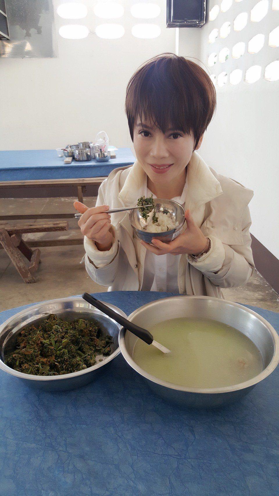 陳雅琳深入泰北戒毒村。圖/壹電視提供