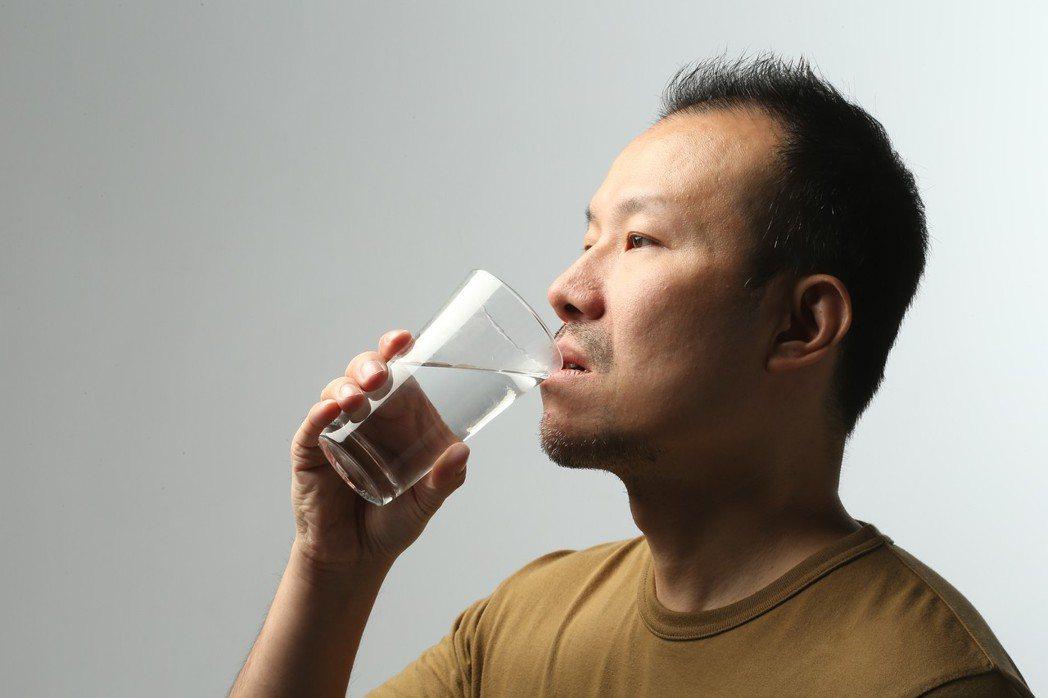 醫師指出,很多民眾都以為聲音「沙啞」無法改善,事實上,多數的聲音沙啞代表背後有疾...