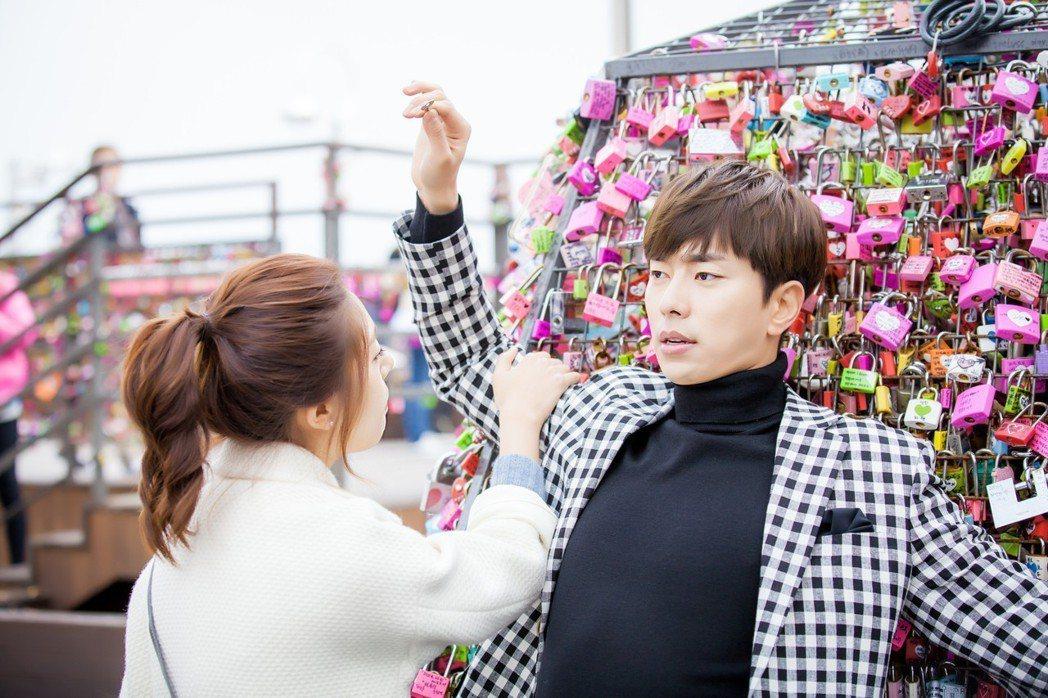 韓星白珍熙(左)、尹賢旻因演出「我的女兒琴四月」一戲定情。圖/中天提供