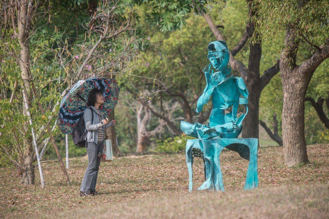 雕塑家李光裕的作品揉合東西方媒材技法與哲思。記者徐如宜/攝影