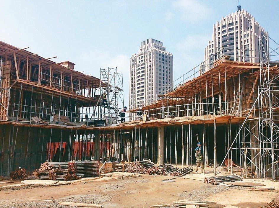 新竹市關埔國小新校區興建中。 記者郭宣彣/攝影