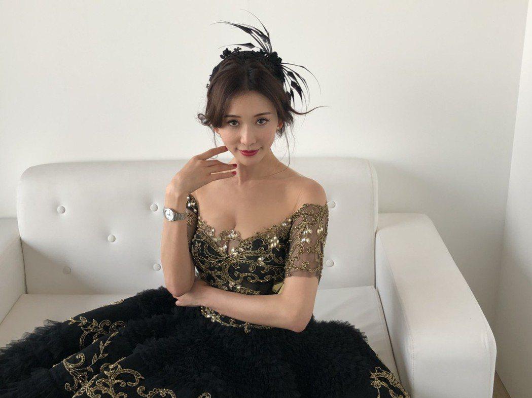 林志玲稍晚換了禮服出席「杜拜世界盃賽馬日」。記者許晉榮/攝影