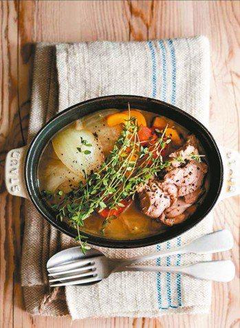 雞肉甜椒酸醋鍋 圖/摘自采實文化出版《款待生活的小鍋料理》