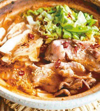 豬五花白菜杏鮑菇辛辣鍋 圖/摘自采實文化出版《款待生活的小鍋料理》