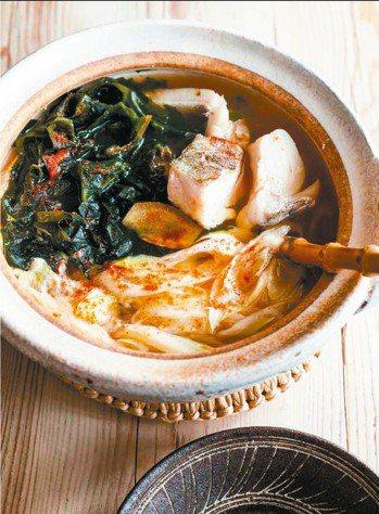 鱈魚海帶海鮮鍋 圖/摘自采實文化出版《款待生活的小鍋料理》