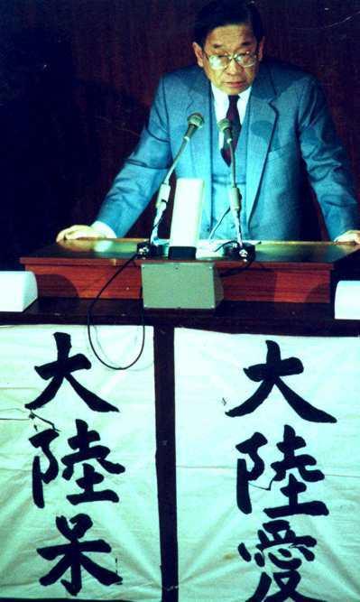 前行政院長李煥(中)在立法院辯論中國大陸與台灣的問題。 圖/聯合報系資料照片