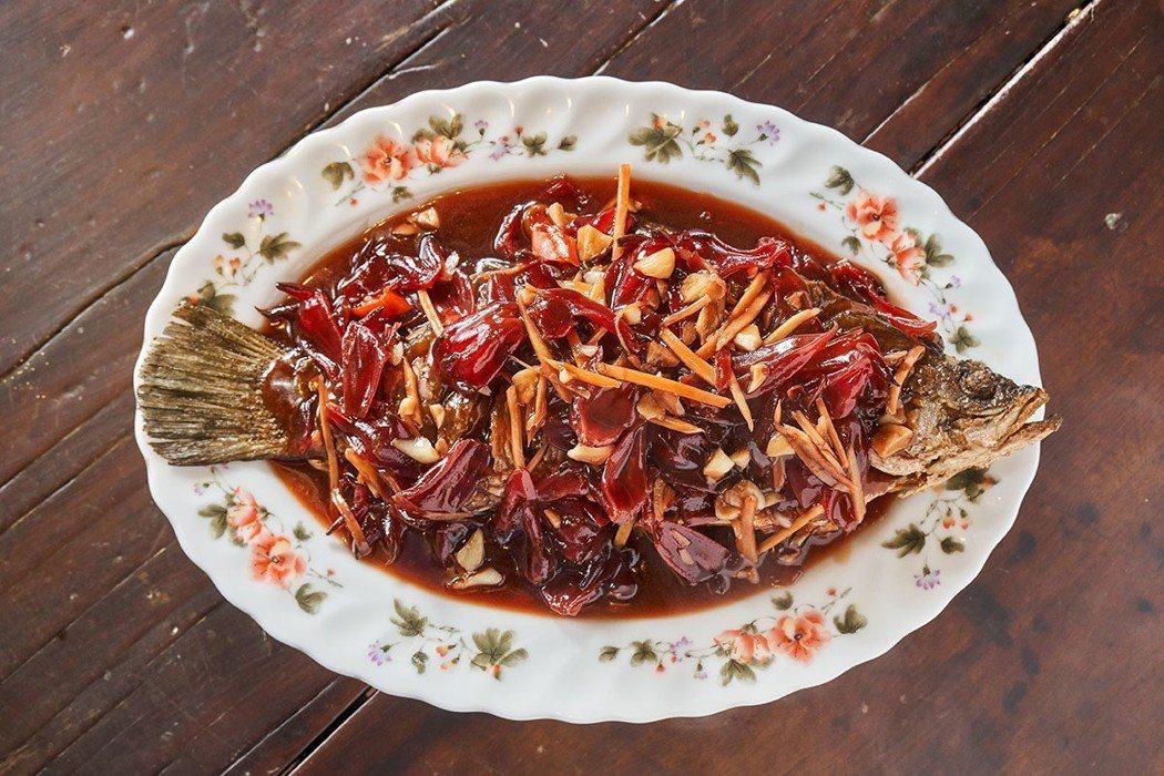 調味絕妙的洛神燒鮮魚入口鮮美。